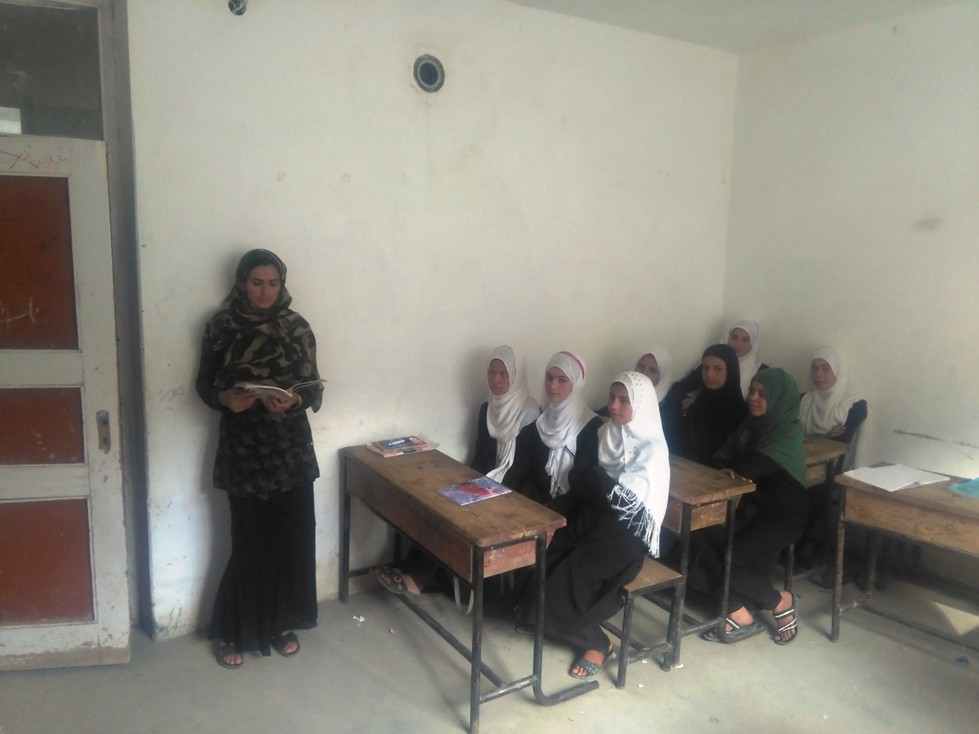 Mahtâb, professeur d'anglais très appréciée des élèves, nommée par NEGAR