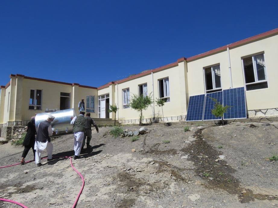 Arrivée du réservoir et des panneaux solaires