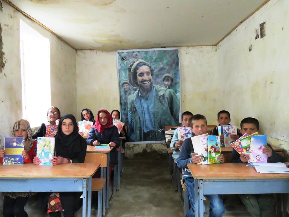 Les élèves de 6ème présentent les cahiers reçus