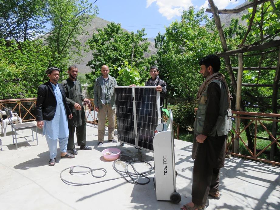 Arrivée du générateur et des panneaux solaires